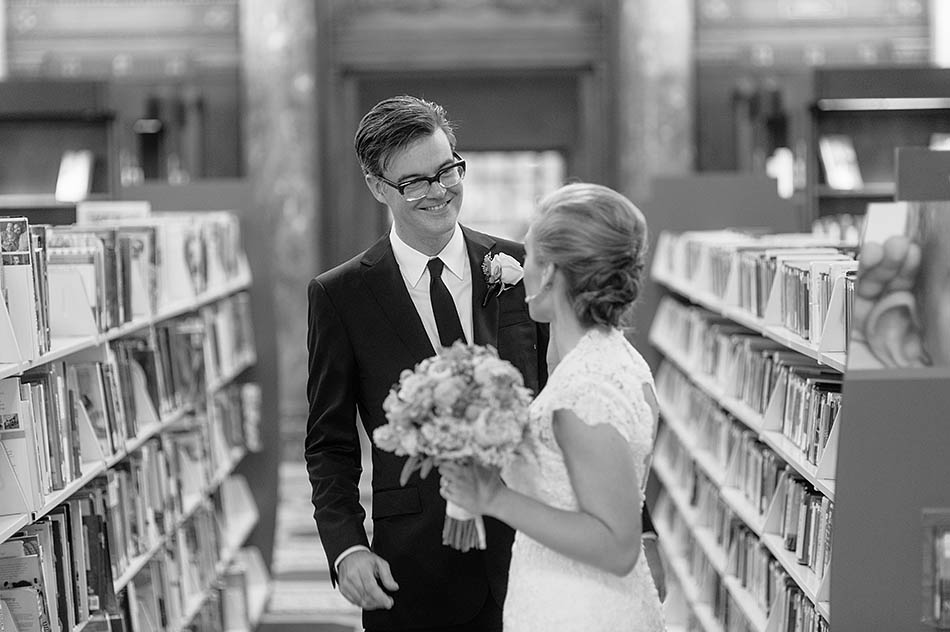 A Hyatt Regency Cleveland Arcade wedding by Cleveland wedding photographer Hunter Photographic